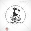 K 289 Kitapların Üzerinde Kedi