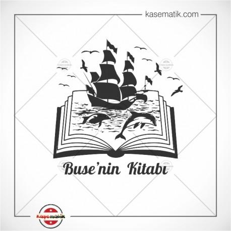 K 324 Kitap Üstünde Yüzen Yelkenli ve Yunuslar