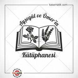 K 448 Kitapların üzerinde Gül ve Lavanta Kitap Damgası