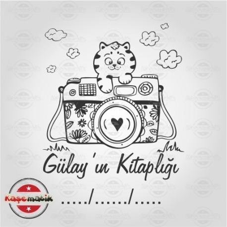 K 14 Fotograf Makinesi ve Kedi